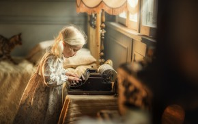 Picture girl, typewriter, Christina Savchenko