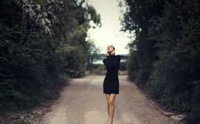 Picture trees, nature, pose, model, portrait, makeup, figure, dress, brunette, hairstyle, legs, is, in black, bokeh, …