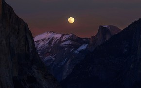 Picture forest, snow, mountains, night, darkness, rocks, the moon, tops, moonlight, the full moon, the night …