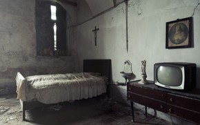 Picture room, bed, TV