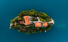 Picture lake, house, island