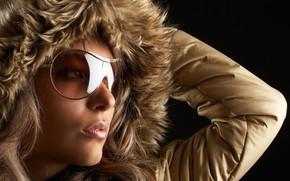 Picture model, glasses, hood