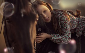 Picture look, face, horse, horse, hand, bubbles, girl, Annie Of Antikov
