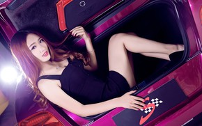 Picture auto, look, Bentley, Girls, Asian, beautiful girl, sitting in the trunk