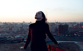 Picture girl, height, on the roof, Lenar Abdrakhmanov