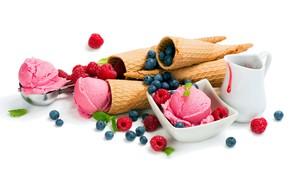 Picture berries, ice cream, treat