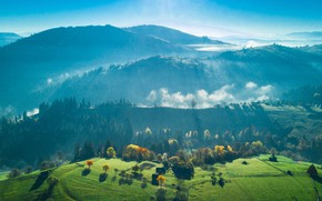 Picture greens, grass, the sun, rays, trees, mountains, valley
