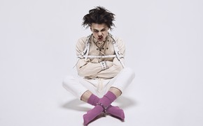 Picture socks, musician, singer, British, yungblud