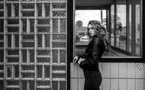 Picture look, girl, model, portrait, jeans, makeup, jacket, hairstyle, black and white, is, posing, kozhanka, Andreas-Joachim …