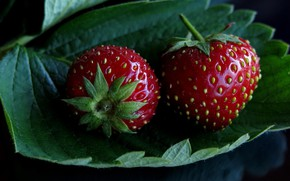 Picture berries, the dark background, two, Shine, leaf, food, strawberry, red, a couple, ripe, juicy
