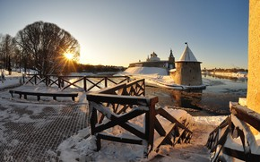 Picture winter, the sun, rays, snow, the city, river, tower, temple, The Kremlin, Pskov, Chrome