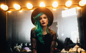 Picture lamp, hat, mirror, singer, singer, colored hair, Halsey, Halsey