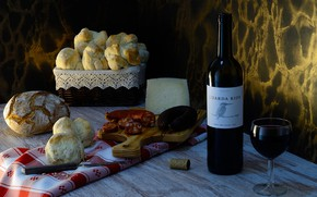 Picture table, wine, glass, bottle, cheese, bread, knife, tube, Board, sausage, tablecloth