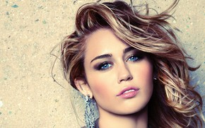 Wallpaper look, girl, earrings, makeup, lipstick, Miley Cyrus, Marie Claire