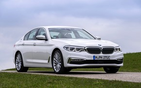 Picture white, lawn, BMW, sedan, side, hybrid, 5, four-door, 2017, 5-series, G30, 530e iPerformance