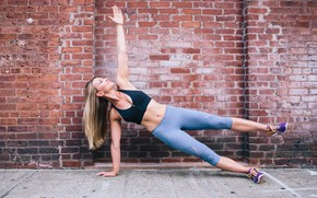 Picture wall, blonde, workout, fitness