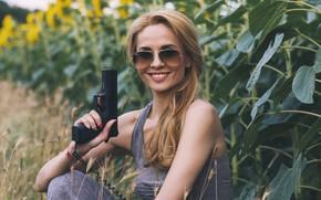 Picture girl, gun, Ani