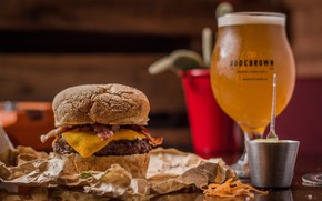 Picture glass, food, beer, sandwich, hamburger, mustard