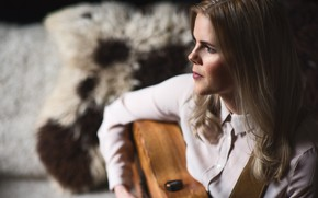Picture girl, guitar, portrait