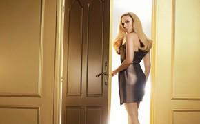 Picture girl, pose, hair, dress, the door, Scarlett Johansson, beautiful