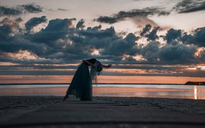 Picture sea, the sky, girl, clouds, sunset, pose, shore, the evening