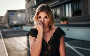 Picture pose, street, model, portrait, makeup, hairstyle, beauty, in black, bokeh, Emmi, Timo Jäger