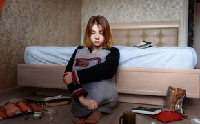 Picture books, bed, Vlad., girl, sweater