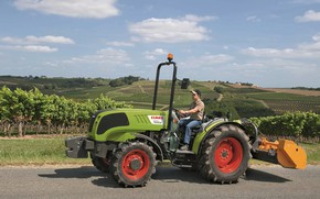 Picture field, tractor, male, Claas Nexos, 240 F
