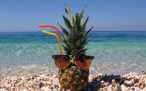 Picture sea, beach, summer, прозрачная бирюзовая вода, ананас в солнечных очках