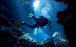 Picture sea, light, bubbles, blue, stones, rocks, underwater world, diving, divers, costumes, fins, divers, scuba