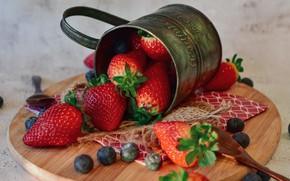 Picture berries, blueberries, strawberry, mug