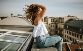 Picture girl, the city, height, on the roof, Anna Heupel