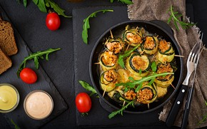 Picture greens, sauce, Eggplants