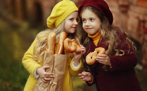 Picture children, girls, package, bread, baguette, buns, girlfriend