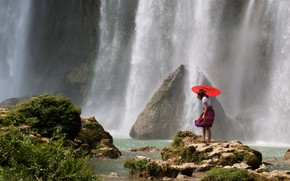 Picture girl, pose, stones, rocks, waterfall, skirt, the situation, stream, umbrella, shelter, power