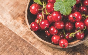 Picture bowl, the dark background, table, wooden, red, berries, food, currants, drops