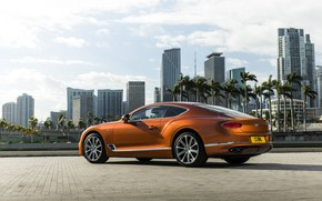 Picture coupe, Bentley, 2019, Continental GT V8, houses on the background