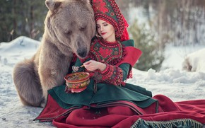 Picture girl, mood, the situation, bear, bear, outfit, treat, porridge, the Bruins, kokoshnik, Juliana Gudgeon