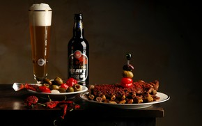 Picture glass, beer, meat, tomatoes, olives
