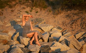 Picture beach, the sun, sexy, pose, model, portrait, barefoot, makeup, figure, dress, hairstyle, blonde, legs, sitting, …