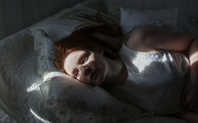 Picture girl, bed, pillow, Helene, Marteline Nystad