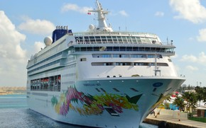 Picture liner, Bahamas, cruise