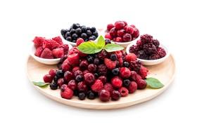 Picture berries, vitamins, leaves