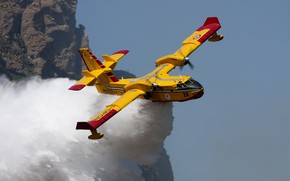Picture Water, Bombardier 415, Fire plane, The plane is amphibious, The Department of civil defence of …