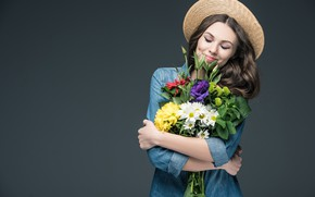 Picture flowers, pose, smile, background, portrait, bouquet, hat, makeup, hairstyle, shirt, brown hair, beauty, is, keeps, …