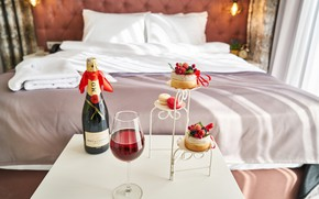 Picture glass, the hotel, champagne, cakes