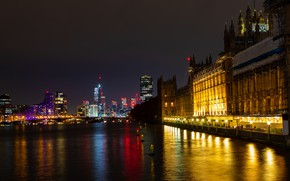 Picture lights, England, London, the evening