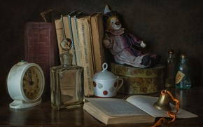 Picture bubbles, style, toy, watch, books, clown, alarm clock, bottle, bell