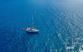 Picture reflection, the ocean, yacht, mast, the view from the top, at anchor, sailing Fiji