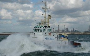 Picture storm, tug, Netherlands